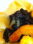 pâtes encre de seiche et crevettes curry